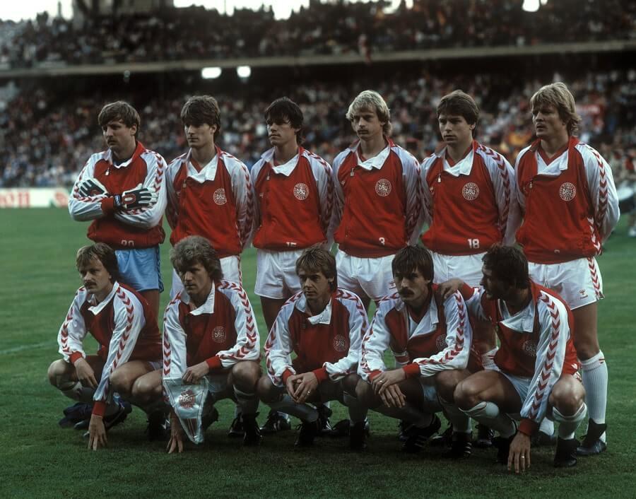 Danska landslaget samlat under EM 1984 i Frankrike.