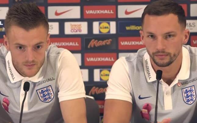 Jamie Vardy och Danny Drinkwater under presskonferens