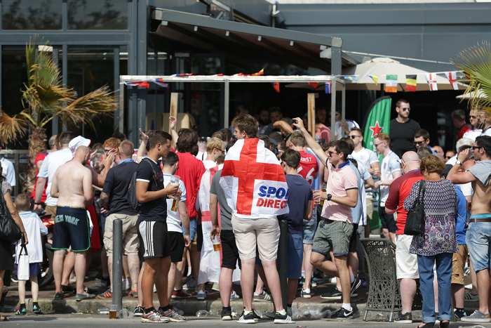 England möter Ryssland i Marseille - bild på fansen.
