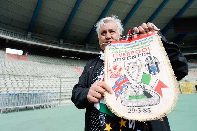 Juventus och Liverpool klubbemblem