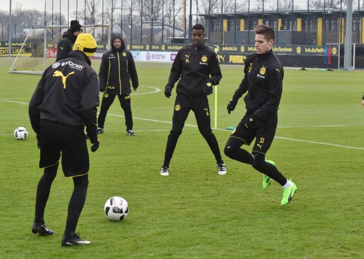 Alexander Isak tränar i Dortmund.