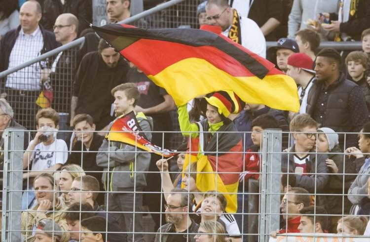 Tyska fans hejar U21 EM